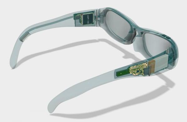 片耳難聴者のコミュニケーションをサポートするメガネ型デバイス「asEars」
