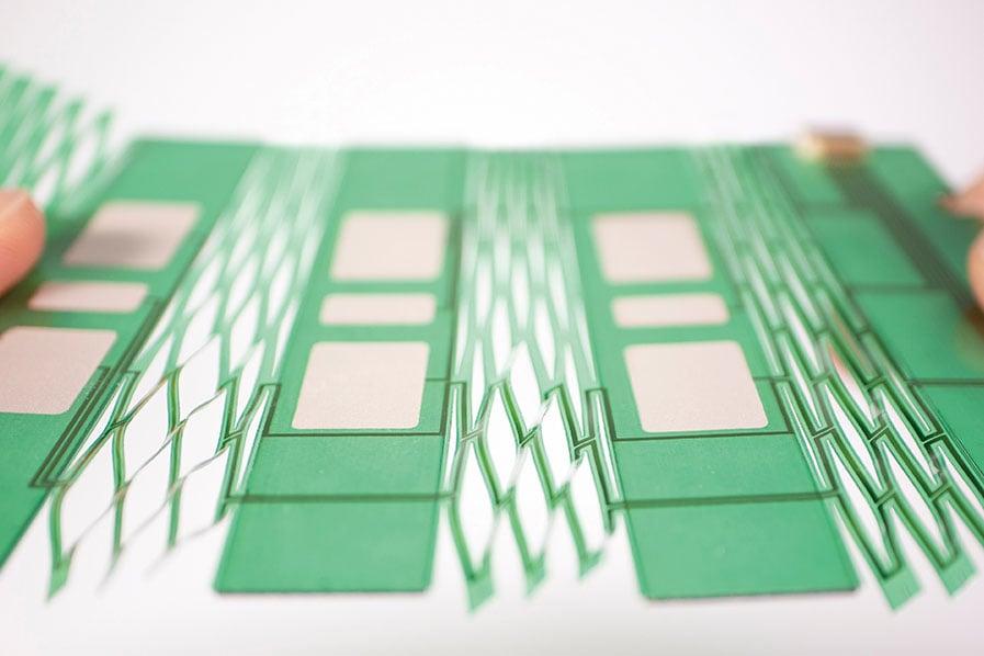 伸縮する生体電極